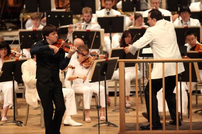 Andris Nelsons led the BSO along with violin soloist Joshua Bell (Hilary Scott)