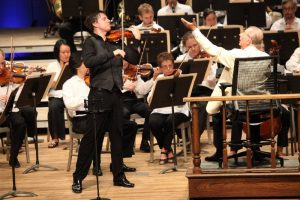 Joshua Bell performs Tchaikovsky's Violin Concerto with the BSO and Rafael Fruhbeck de Burgos; Hilary Scott photo.